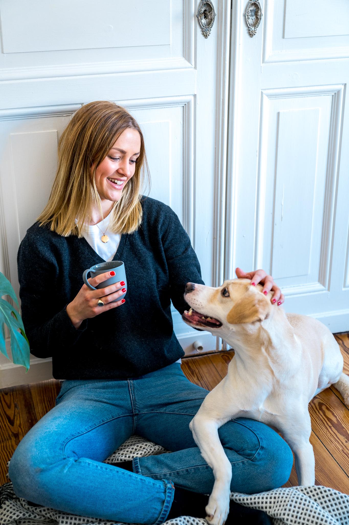 Kontaktliegen – Warum kuscheln gut für Hund und Mensch ist